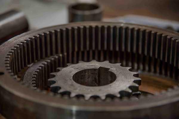 Atelier de maintenance machine spéciale, moteur, convoyeur